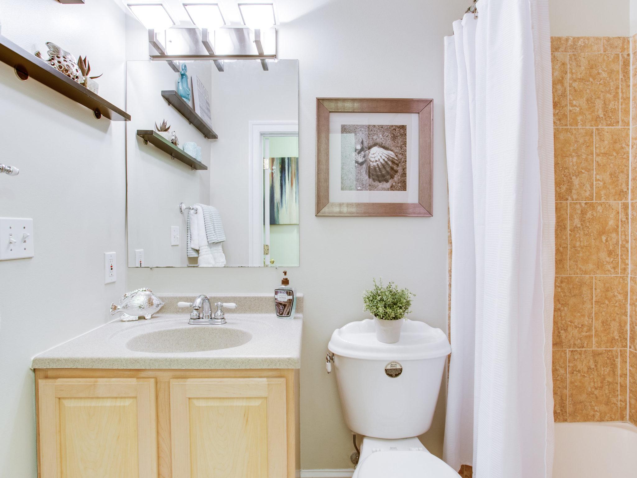 3475 Holmead Pl NW Unit 2-MLS_Size-037-43-Bathroom-2048x1536-72dpi.jpg