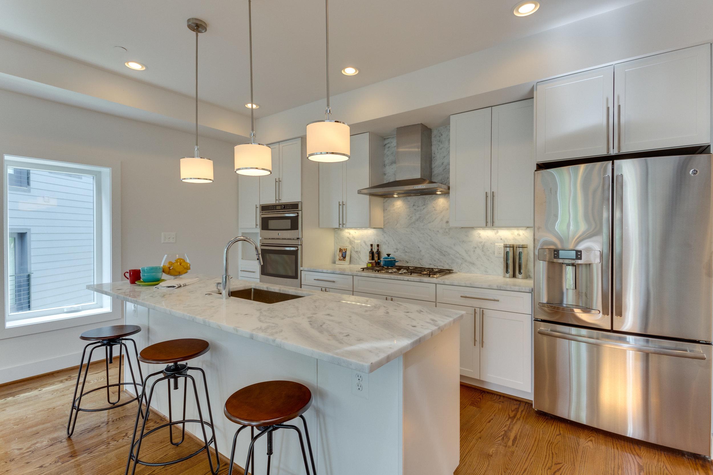 15 Grant Cir NW Unit 3-print-004-32-KitchenFamily Room-4200x2800-300dpi.jpg