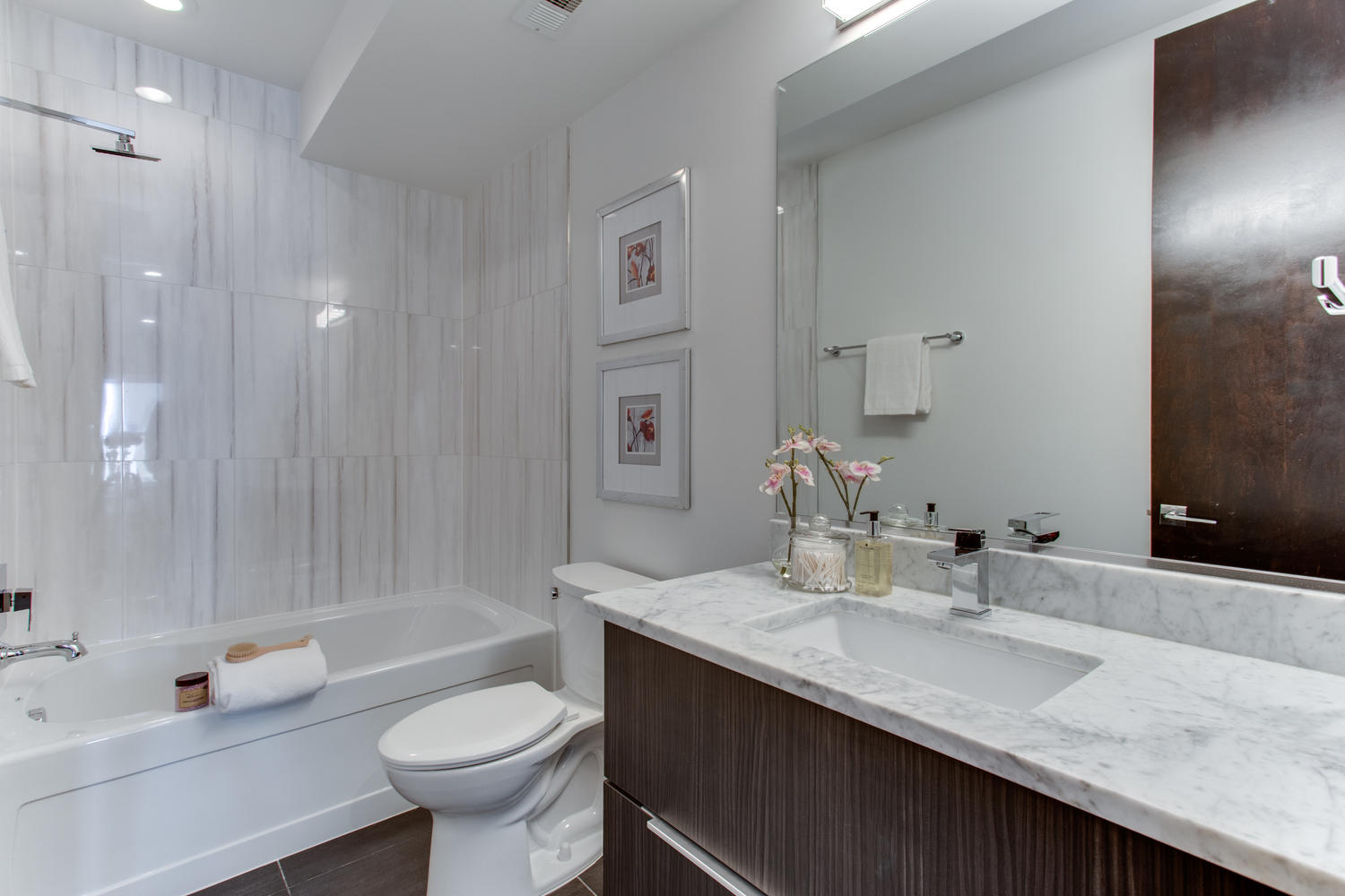 1524 Ogden St NW Unit 2-large-021-22-Bathroom-1500x1000-72dpi.jpg