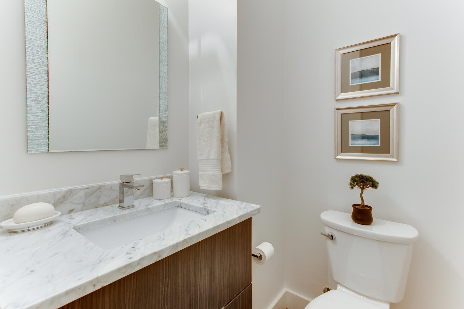 1524 Ogden St NW Unit 2-large-025-26-Bathroom-1500x1000-72dpi.jpg