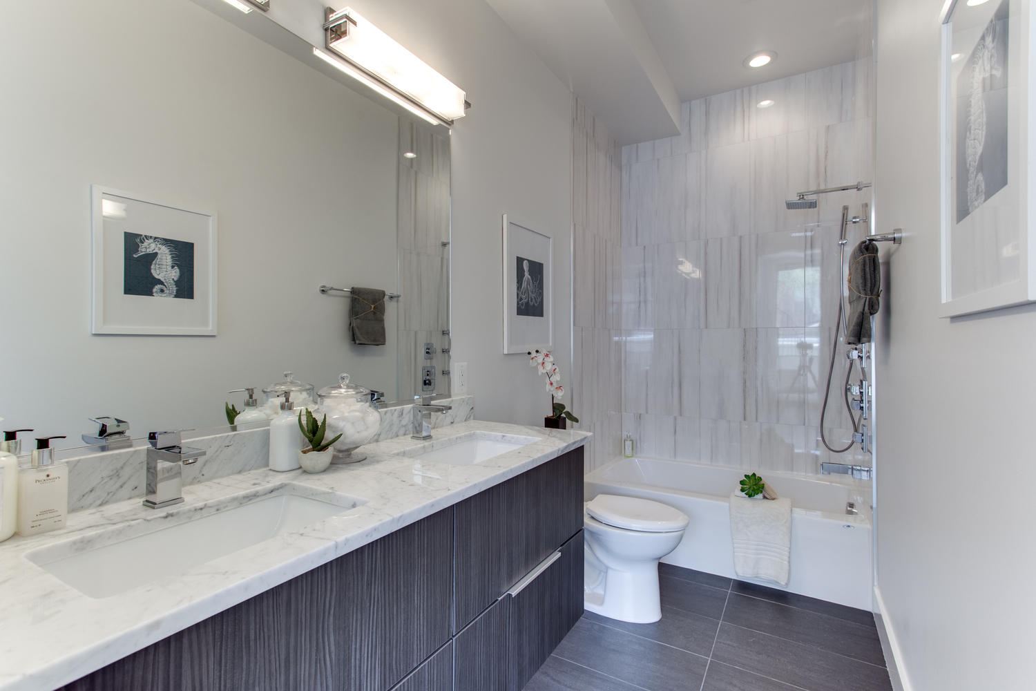 1524 Ogden St NW Unit 2-large-055-55-Bathroom-1500x1000-72dpi.jpg