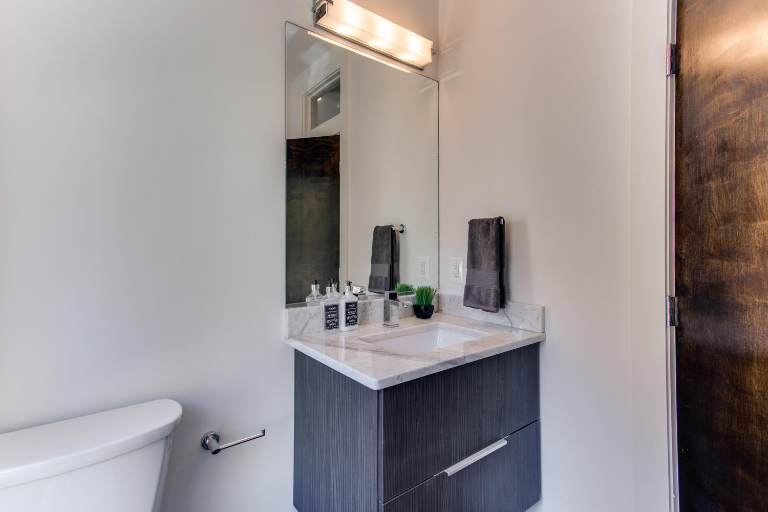 1524 Ogden St NW Unit 2-large-026-42-Bathroom-1500x1000-72dpi.jpg