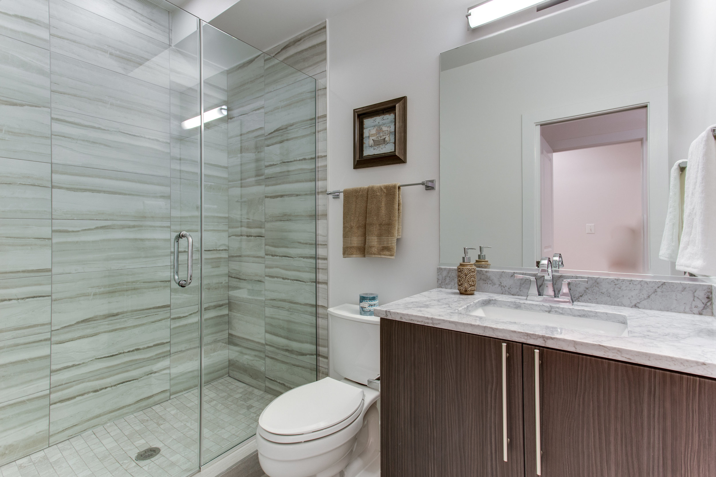 4511 Iowa Ave NW Unit 1-print-030-26-Bathroom-4200x2800-300dpi.jpg