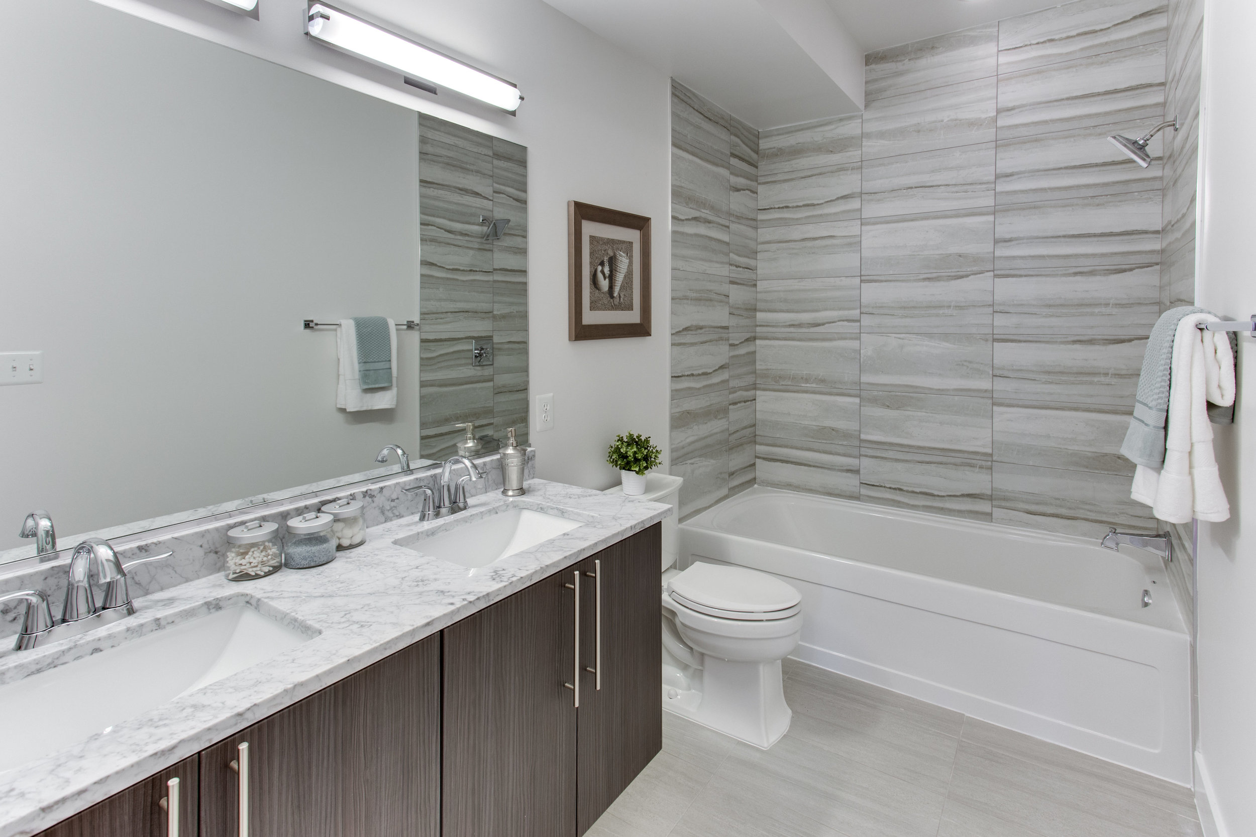 4511 Iowa Ave NW Unit 2-print-033-33-Bathroom-4200x2800-300dpi.jpg