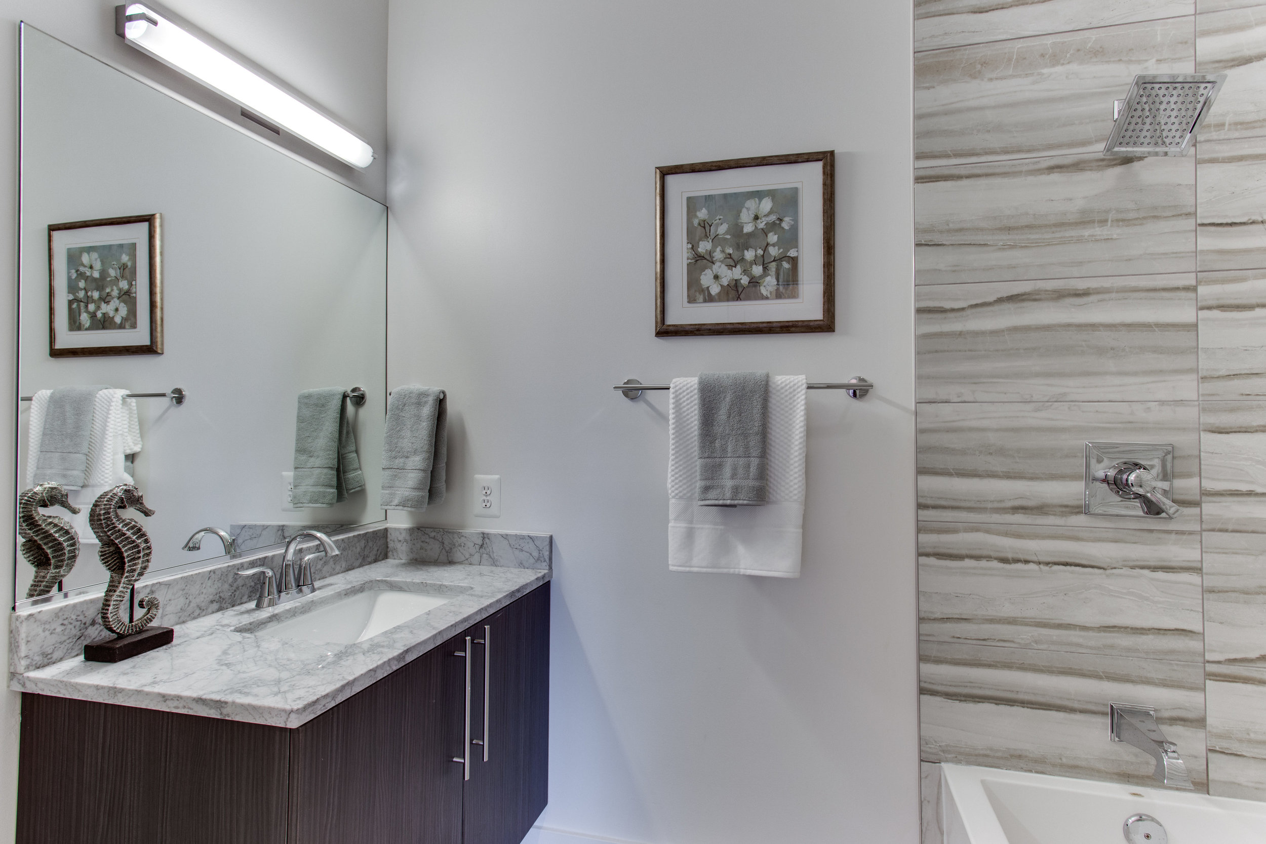 4511 Iowa Ave NW Unit 3-print-055-22-Bathroom-4200x2800-300dpi.jpg