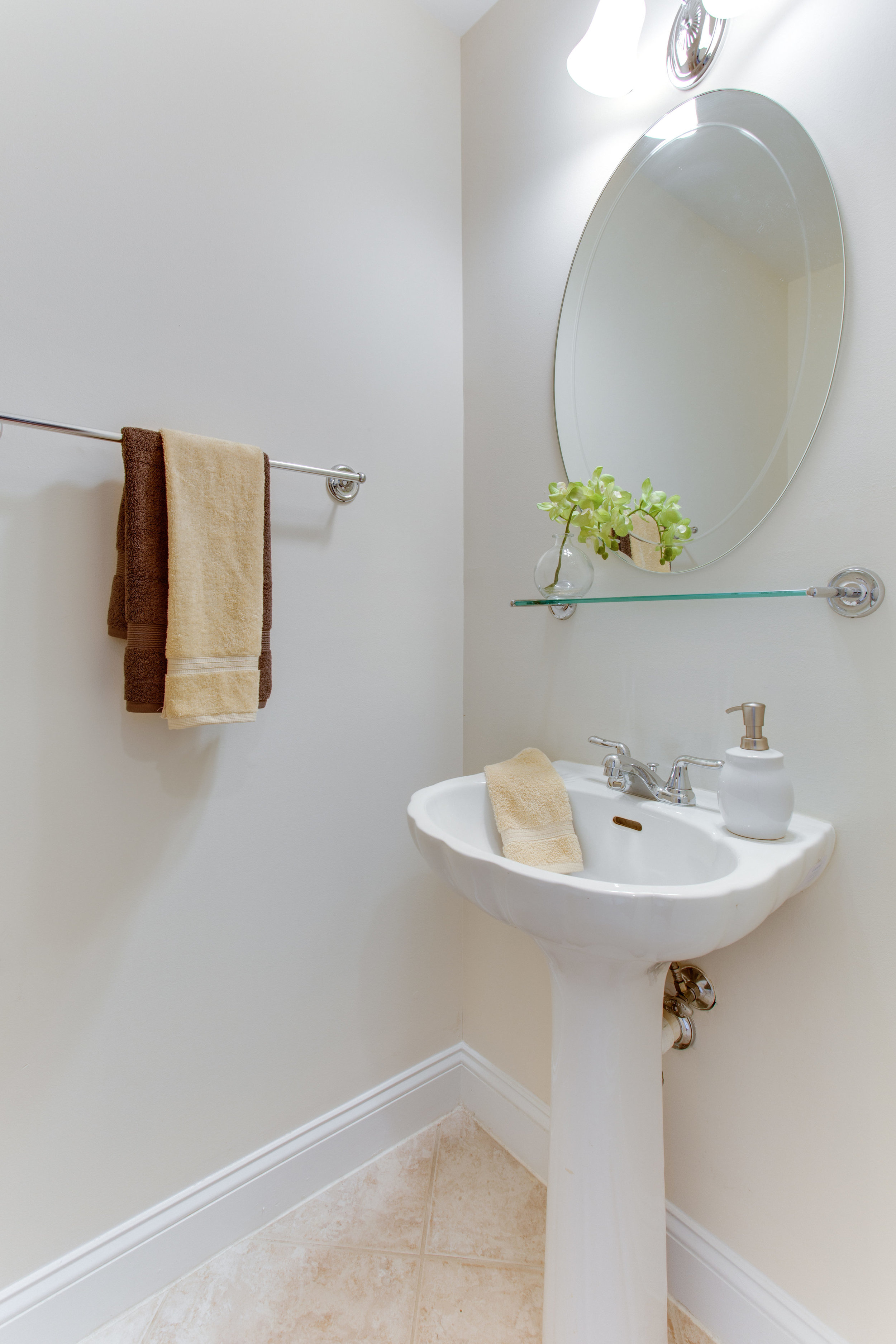 5522 9th St NW Unit 1-print-035-27-Bathroom-2800x4200-300dpi.jpg
