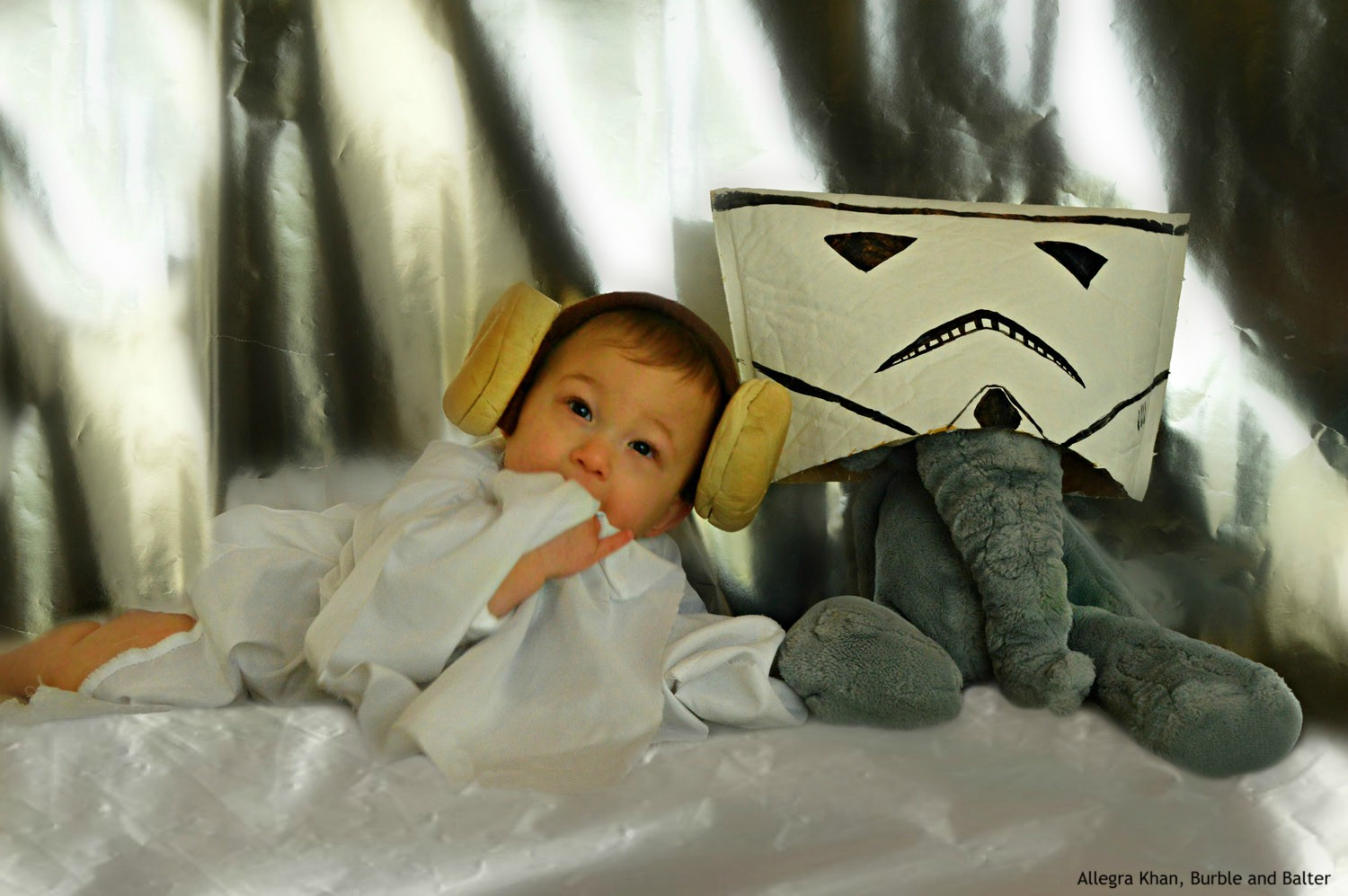 Princess-Leia-3-Star-Wars-Costume-Baby-Photoshoot-Burble-and-Balter.jpg