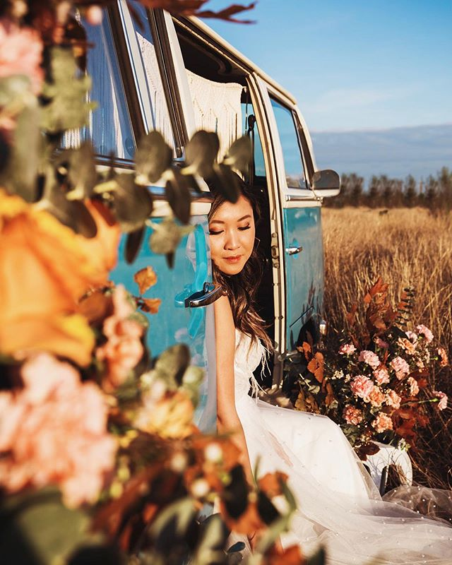 Are we even in Houston??? --------------------------------------- Photo bus: @photopop.co  Flowers: @wonderflorals_  Dress: @unbridaled  Model: @annpanada