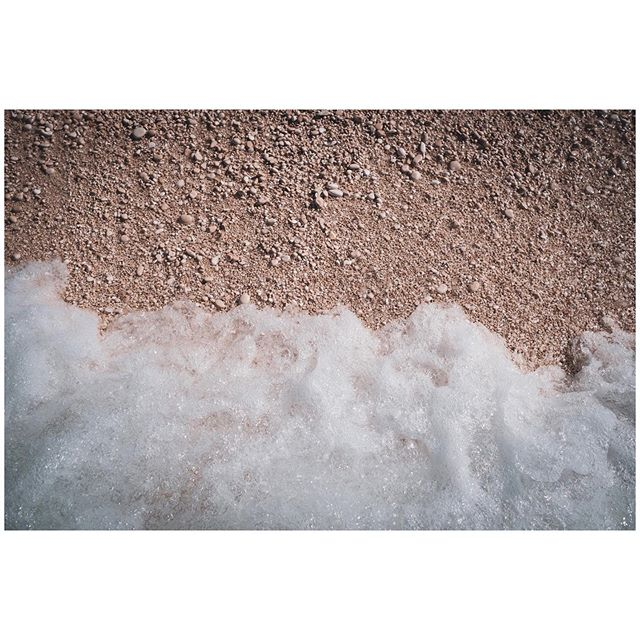 Pebbles of Myrtos Beach  #myrtos #myrtosbeach #fineartphotos #pebblebeach #seafoam #sealover🌊 #wavephotography #waterscape #beachlife🌊 #travellog #travellover🌎 #travelphotograpy #travelphotographers #travelphotographyclub #fineartphotos #lensculturediscovery #fujifilmxt3 #fujilovers #fujilover #23mmf2 #greecetravel #travelgreece #ilovegreece🇬🇷