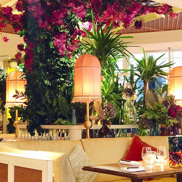 London establishments are so good at bringing the outside in. 🌿🌸🌴