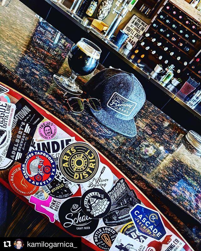 #Darkstarstout by @fremontbrewing glowing like liquid gold 💰 📸: @kamilogarnica_  #WineBar serving #CraftBrews as well as adventurous #Wines #adventurouswine #lb #lbc #skate #arborlongboards #craftbeer #winebarlb #instabeer #instawine #dtlb @liberationbrewing @dutchsbrewhouse @bottlelogicbrewing @pinkbootssociety @pinkbootssociety @indiebrewco @dryriverbrewing @boomtownbrewery
