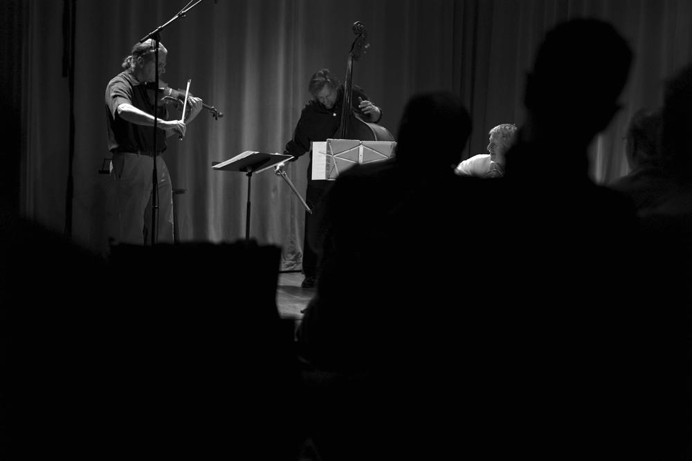 String Trio of New York, l to r: Rob Thomas, John Lindberg, James Emery ©2009 Kaya Sanan