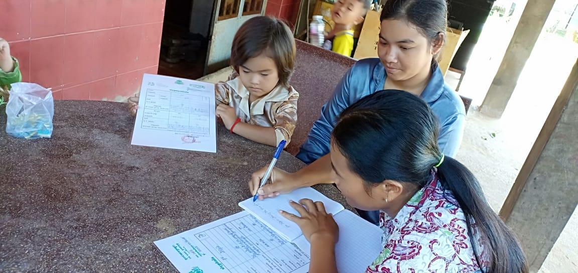 Damnak Chambak Village Based Preschool Teacher Tuy Sokhom. អ្នកគ្រូ ទុយ សុខុម គ្រូមតេ្តយ្យសិក្សាសហគមន៌ភូមិ ដំណាក់ចំបក់