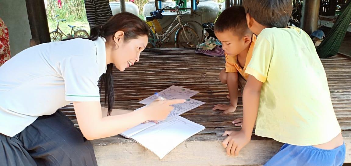 Preythom Village Based Preschool Teacher Eur Sreymai. អ្នកគ្រូអឿ ស្រីម៉ៃ គ្រូមតេ្តយ្យសិក្សាសហគមន៌ភូមិ ព្រៃធំ
