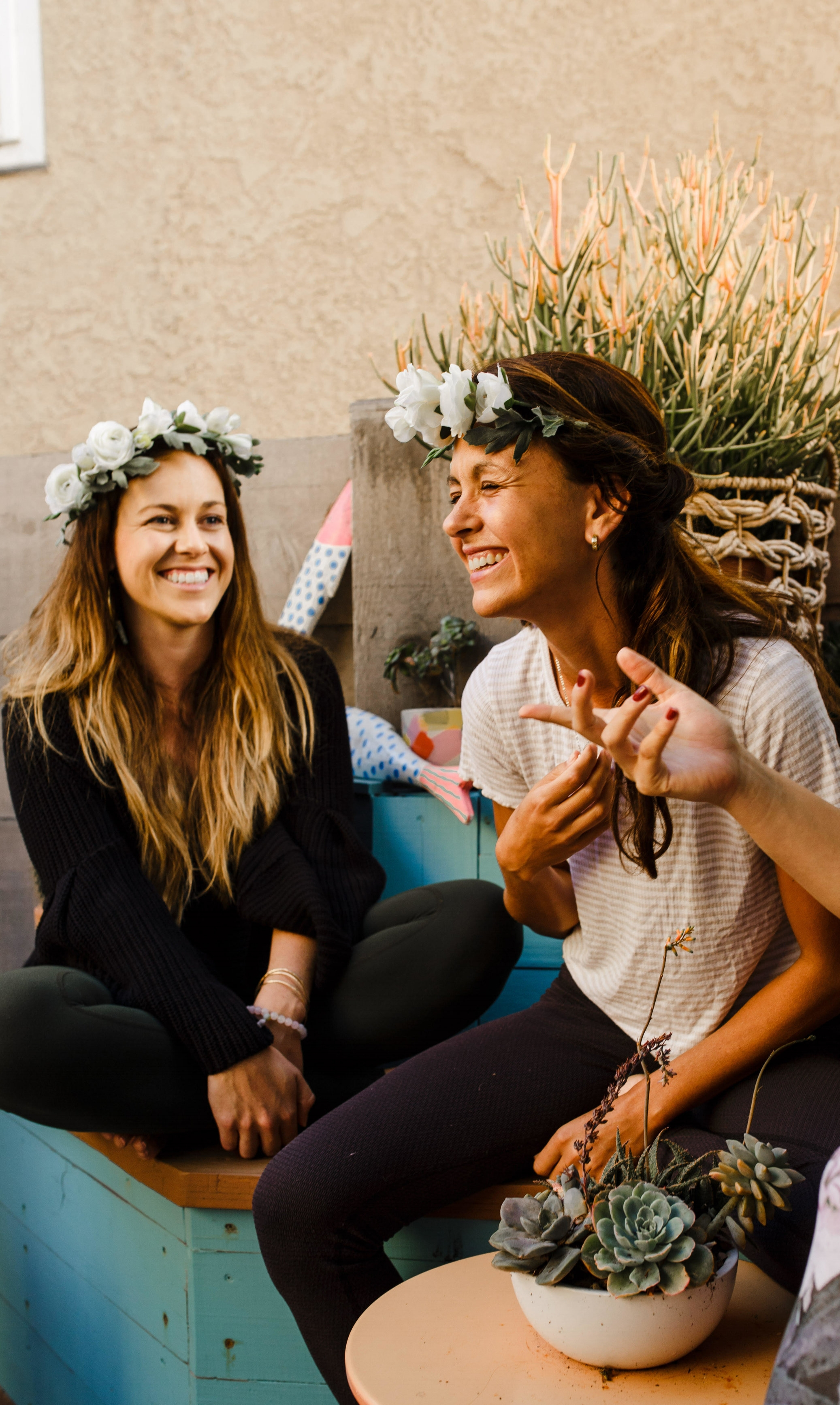 Jax + Olivia - >> Yoga Instructors <<Jax with her strengthening postures and Olivia with her elegant flows, these two soul sisters are a match made in Nirvana. Guiding you through 120 minutes of yoga during your workshop, propelling your practice Pa'lante.@oliviapenton86@palanteyoga