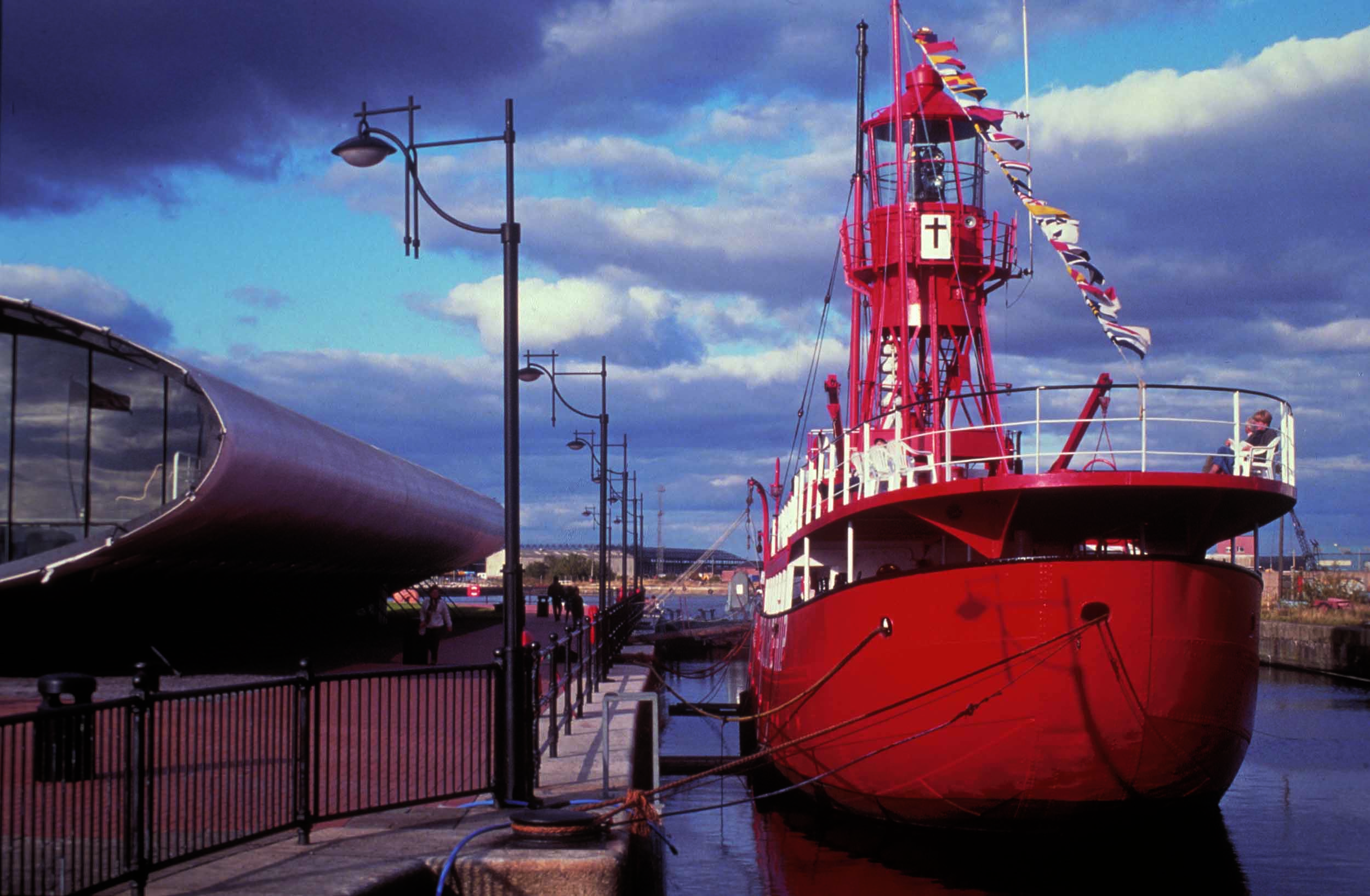 0241_Cardiff_Bay_Visitor (20).jpg