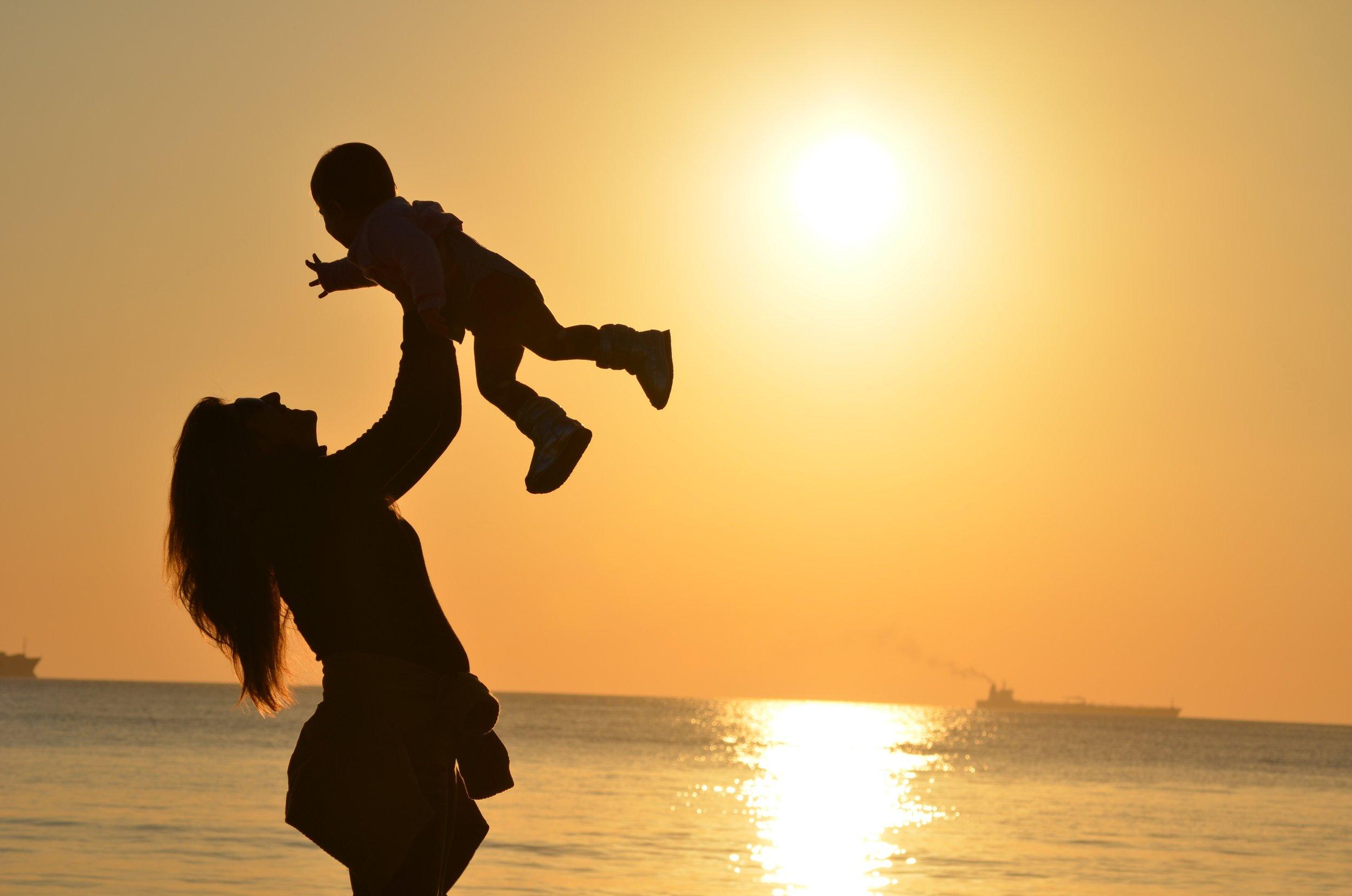 Vertrouwen - Als jong kind groeien we op in een omgeving waarin we onvoorwaardelijk vertrouwen op de ander.Naarmate we ouder worden wordt de invloed van anderen groter. Vragen als Wie ben ik? Wie mag ik zijn? Wie wil ik zijn? Wie moet ik zijn? maken steeds meer onderdeel uit van onze eigen gedachten. In onze blogpost geven we een aantal tips om hiermee om te gaan.