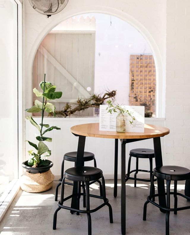 @whitepicketfencecafe - such a gorgeous little cafe!  We'll be shooting there again for Express Shoots on the 30th of July ✨ If you're in the Sunny Coast you can book in via our website 🙌