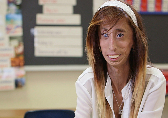 https://www.indiewire.com/2015/09/review-a-brave-heart-the-lizzie-velasquez-story-is-an-uplifting-anti-bullying-documentary-259344/