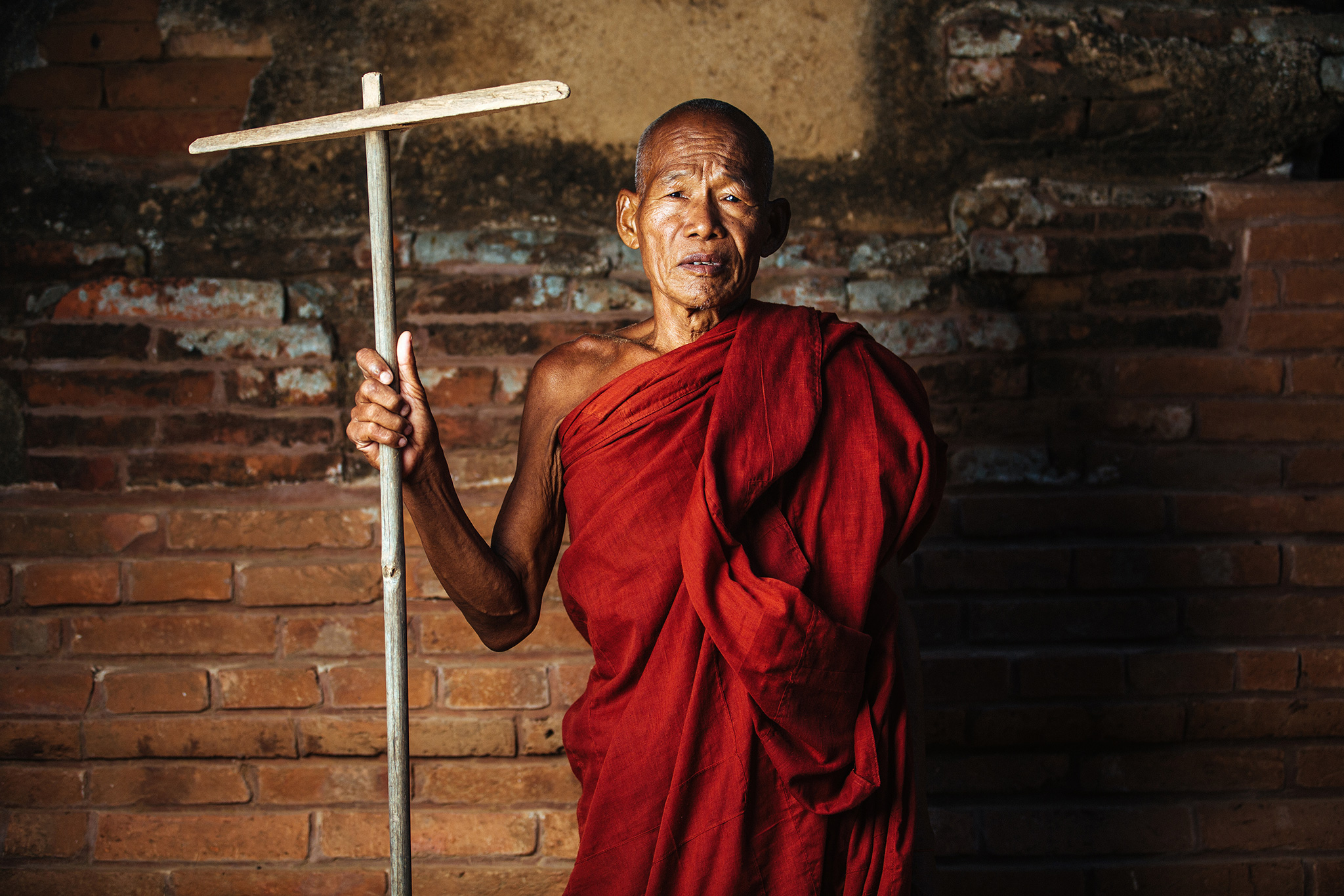 A monk who happens to be raking the floors of the compound turned out to be one of my test subjects during this trip.