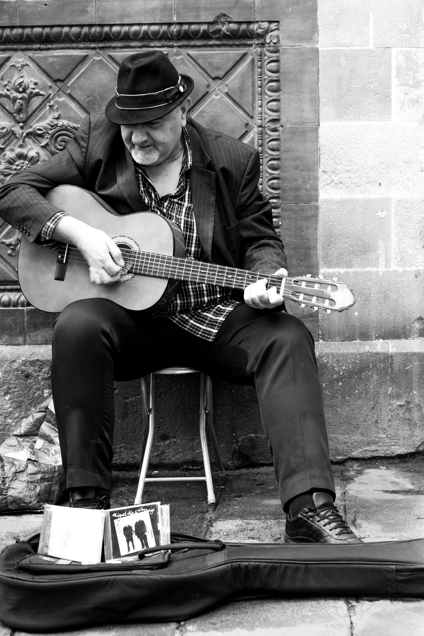 The Catalonians are music lovers and many take to the streets to showcase their talent for singing our favourite boleros and playing the Spanish guitar.