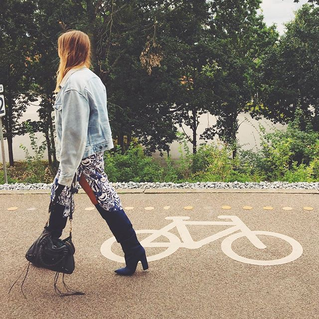 I biked from Dalston towards Shoreditch the other day and got a rush of joy and energy. Seeing the big city right in front of me made me realize were I am and where I'm headed - something bigger than me. My life has a purpose again. I was never really home in Copenhagen. I miss the bike lanes and my dear family but I'm grateful to have made new friends and to be living with my long-time and best friend in vibrant Dalston. ⠀ ⠀⠀⠀⠀⠀⠀⠀⠀⠀⠀⠀⠀⠀ In London, funny enough, everything feels close. The distance might not be but everything I want is 🍀 Where is your home?⠀ ⠀⠀⠀⠀⠀⠀⠀⠀⠀⠀⠀⠀⠀⠀⠀⠀⠀⠀⠀⠀⠀⠀⠀⠀ ⠀⠀⠀⠀⠀⠀⠀⠀⠀⠀⠀⠀ ⠀⠀⠀⠀⠀⠀⠀⠀⠀⠀⠀⠀ ⠀⠀⠀⠀⠀⠀⠀⠀⠀⠀⠀⠀ ⠀⠀⠀⠀⠀⠀⠀⠀⠀⠀⠀⠀ ⠀⠀⠀⠀⠀⠀⠀⠀⠀⠀⠀⠀ ⠀⠀⠀⠀⠀⠀⠀⠀⠀⠀⠀⠀ ⠀⠀⠀⠀⠀⠀⠀⠀⠀⠀⠀⠀ ⠀⠀⠀⠀⠀⠀⠀⠀⠀⠀⠀⠀ ⠀⠀⠀⠀⠀⠀⠀⠀⠀⠀⠀⠀ ⠀⠀⠀⠀⠀⠀⠀⠀⠀⠀⠀⠀ ⠀⠀⠀⠀⠀⠀⠀⠀⠀⠀⠀⠀ ⠀⠀⠀⠀⠀⠀⠀⠀⠀⠀⠀⠀ ⠀⠀⠀⠀⠀⠀⠀⠀⠀⠀⠀⠀ ⠀⠀⠀⠀⠀⠀⠀⠀⠀⠀⠀⠀ ⠀⠀⠀⠀⠀⠀⠀⠀⠀⠀⠀⠀ ⠀⠀⠀⠀⠀⠀⠀⠀⠀⠀⠀⠀ ⠀⠀⠀⠀⠀⠀⠀⠀⠀⠀⠀⠀ ⠀⠀⠀⠀⠀⠀⠀⠀⠀⠀⠀⠀⠀ ⠀⠀⠀⠀⠀⠀⠀⠀⠀⠀⠀⠀ ⠀⠀⠀⠀⠀⠀⠀⠀⠀⠀⠀⠀ ⠀⠀⠀⠀⠀⠀⠀⠀⠀⠀⠀⠀⠀ ⠀ #musicismylife #songwriter #talentedmusicians #undiscoveredmusic #followartist #soulartist #neosoul #beautifulsoul #discoverartists #womeninmusic #womenmatter #londonmusic #londonmusicscene #scandinavianstyle #scandinaviangirl #danishgirl #timelessstyle #artisticphoto #entertainers #musician #jazzy #unsignartist #bestsinger #singerlife #femalesinger #singer🎤 #amaliebryde #danishartist #danishmusic