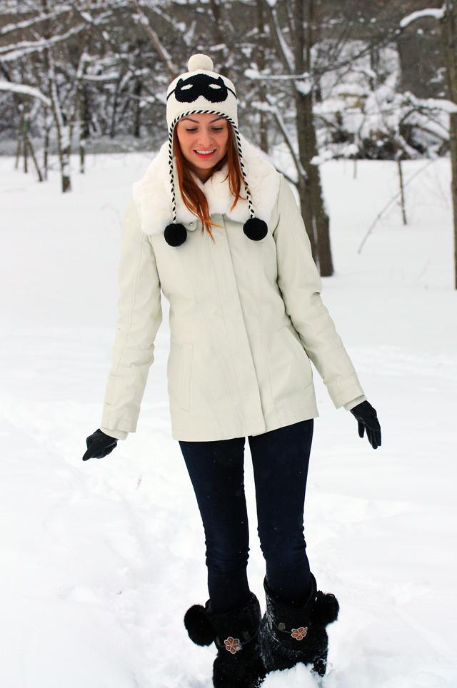 I AM WEARING:    Danier    Leather Bomber //    Kate Spade    Cat Burglar Hat //    Rag & Bone    Legging Jeans //    Manitobah Mukluks    Metis boots //    Club Monaco    Leather Gloves