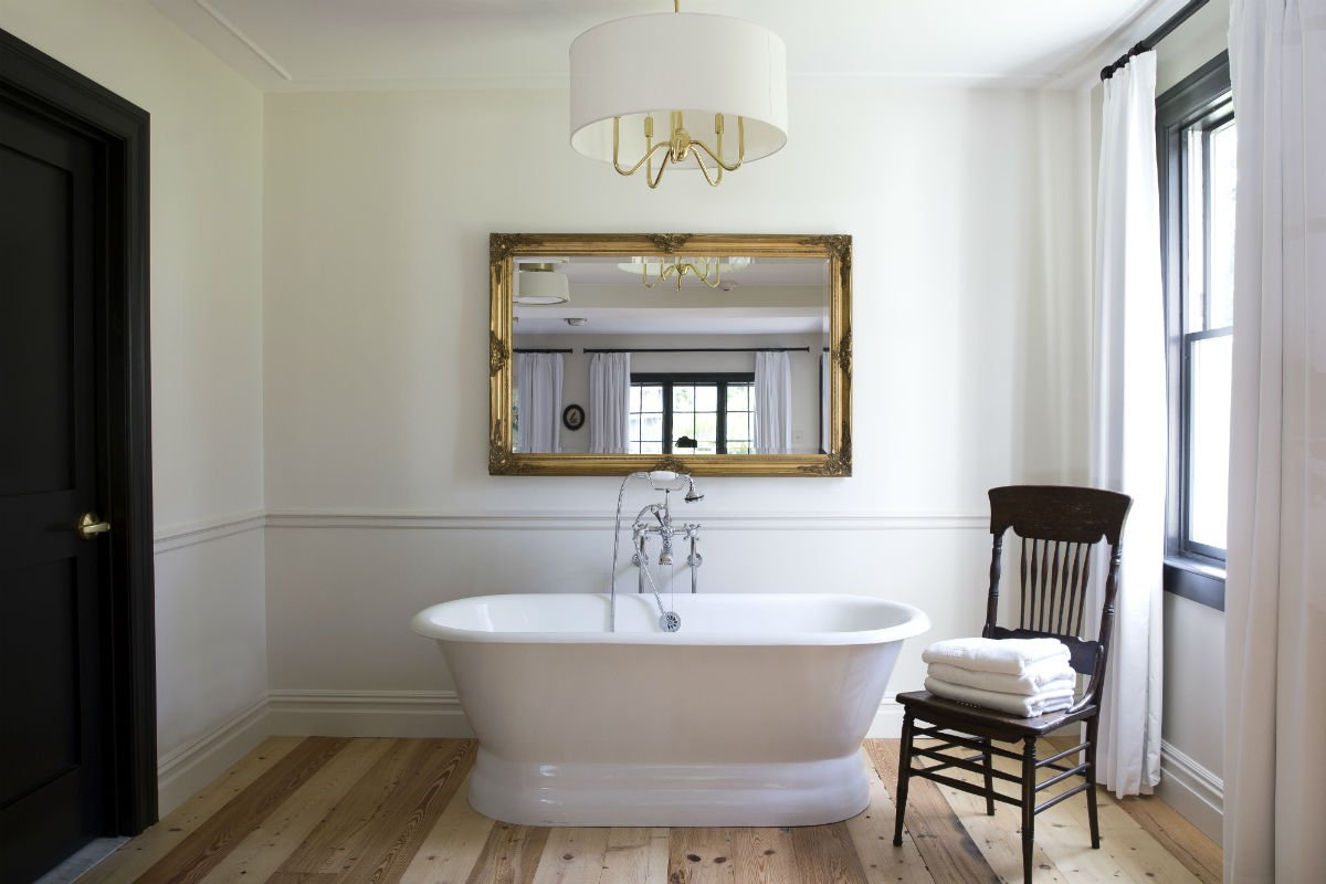 Hasbrouck-House-Luxury-Suite-Soaking-Tub.jpg.1200x800_q85_crop.jpg