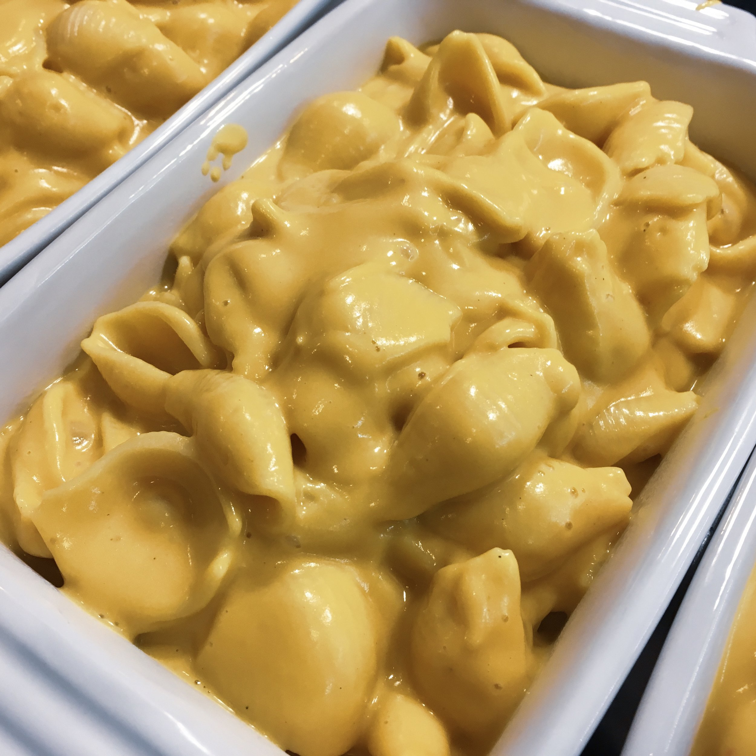 Mac and Cheese in baking dishes
