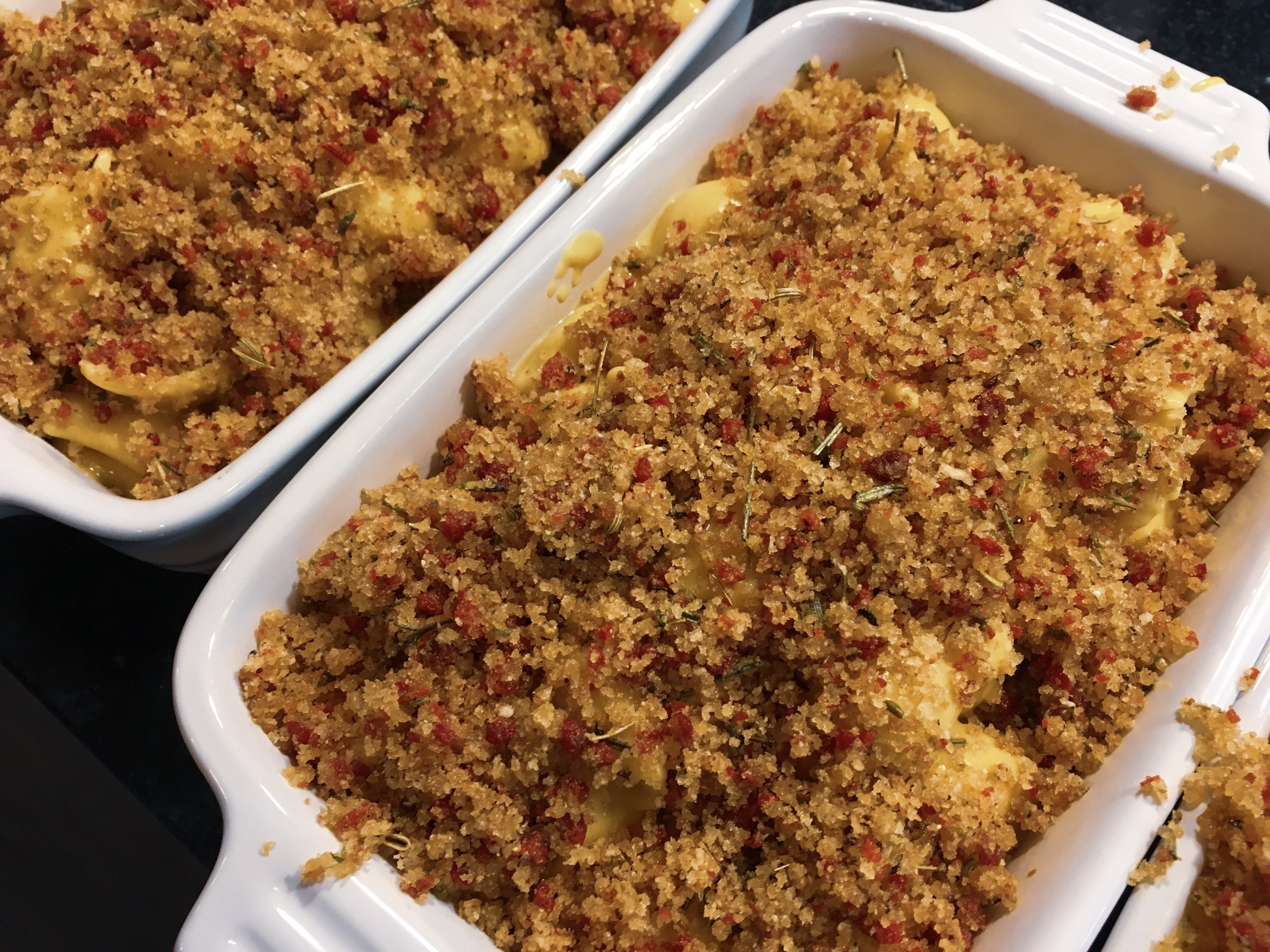 Mac and cheese in dishes topped with breadcrumbs