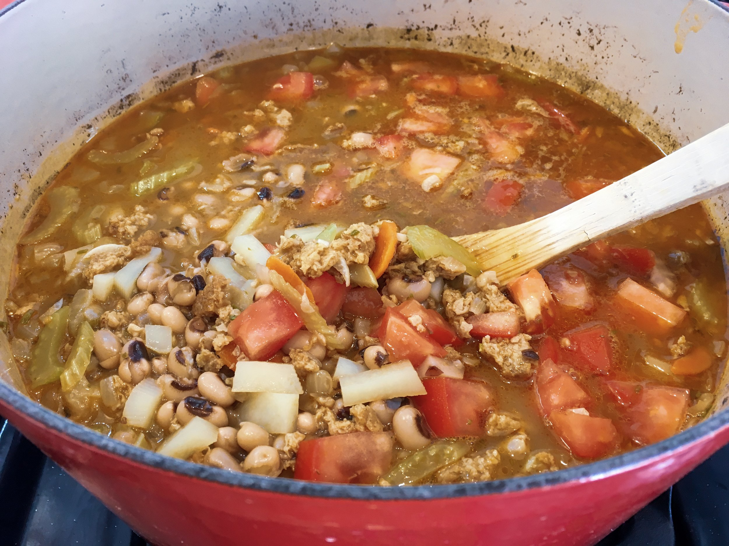 Black-eyed soup in pot