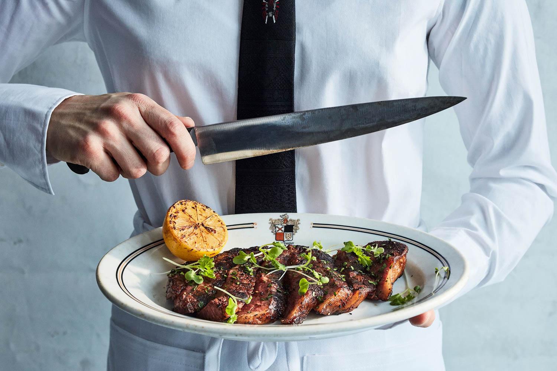 23_Waiter_SteakSlice.jpg