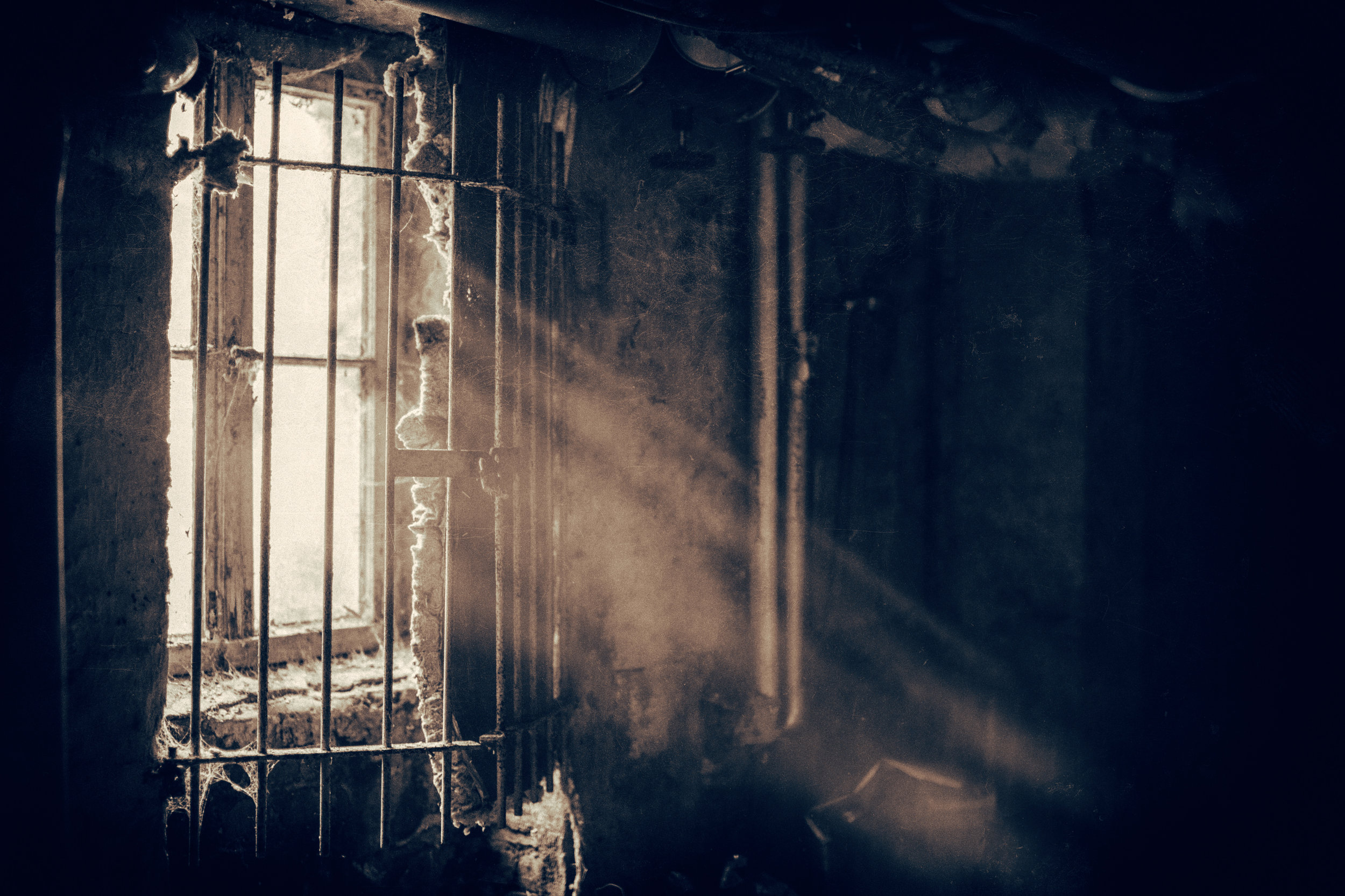Instead of coming to Rome as a preacher, he came as a prisoner. Instead of preaching to the masses, God gave him a pulpit in a prison to a congregation of 8 Praetorian guards! -