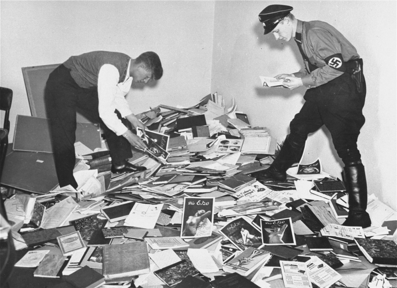 A Nazi student and a member of the SA plundering the Institute for Sexual Science in Berlin (May 6, 1933). Photo: U.S. National Archives and Records Administration.