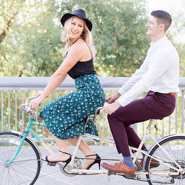 A vintage tandem bike, a cute pup, downtown Sacramento and some stylish wardrobe changes. All these are a great recipe for an amazing engagement session. . James&Liv are on the blog! #trecreative #sacramentophotographer