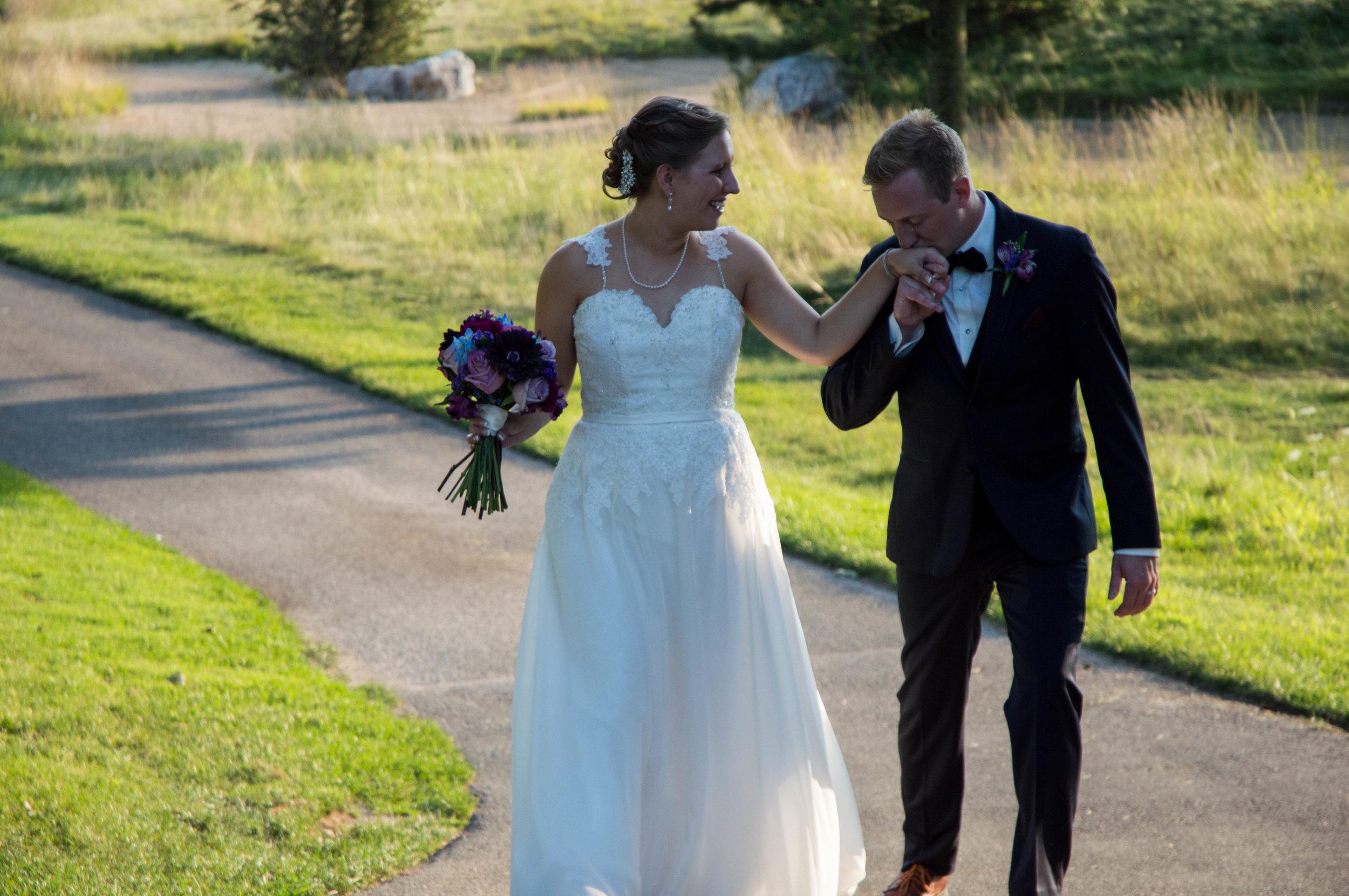 The Legends in Hartland, Wisconsin Wedding Photographer, Wisconsin Bride