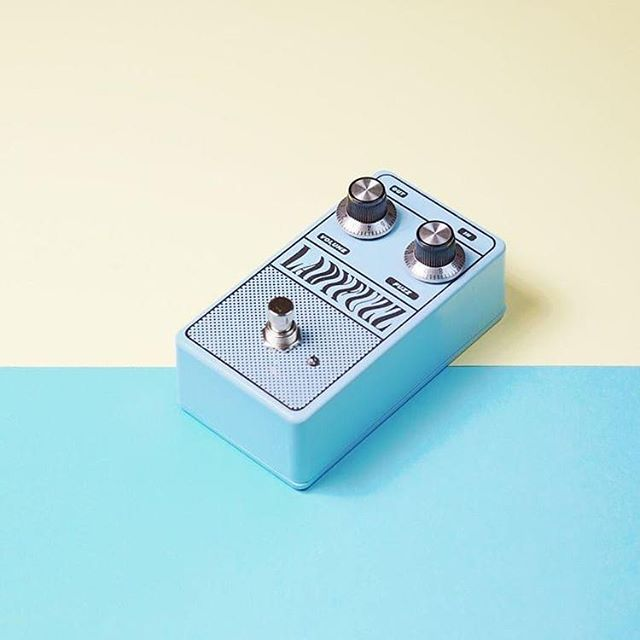 After releasing our fuzz pedal last month, we are taking pre orders for a final batch. After this we will be doing small orders of them every 4-6months or so. We have a few spots left for this final batch, and they will ship in 4-6 weeks, so be sure to get your order in by next week if you would like one as we wont be doing them again until late next year! 💙 🎛 ➡️ link in our bio!