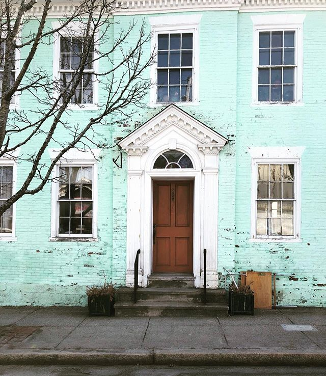 Hey April! In honor of spring I think we should all paint our houses the colors of ice cream. Oh and I'm also officially done hibernating. #mint #curbappeal #frontdoor #home