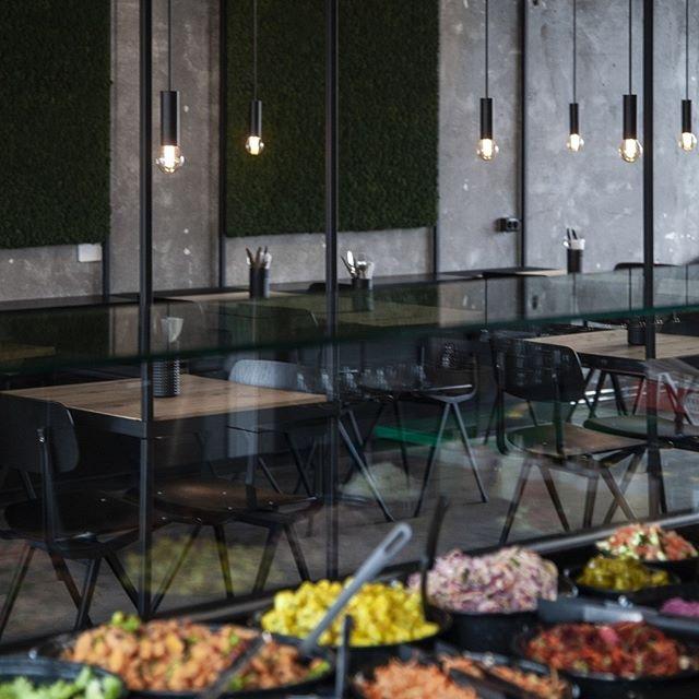 Á hverjum degi vinnum við úr hágæða hráefnum og framreiðum ljúffenga rétti. Nýgrillað íslenskt lamb bíður þín. 🥗🌯🥙 Opið á LAMB street food alla daga frá kl. 11:00 til 22:00.  Our food is prepared in house every day. Delicious roasted Icelandic lamb, home-made sauces and falafel awaits you. 🤩👏 Open every day from 11AM to 10PM. . . . . . . . . . #lambstreetfood #lamb #fresh #homemade #falafel #icelandiclamb #salad #skyr #iceland #streetfood #reykjavikeats #reykjavikrestaurant #eatreykjavik #reykjavik #icelandic #iceland #love #grandireykjavik #reykjavikoldharbour #reykjavikstreetfood #eaticeland