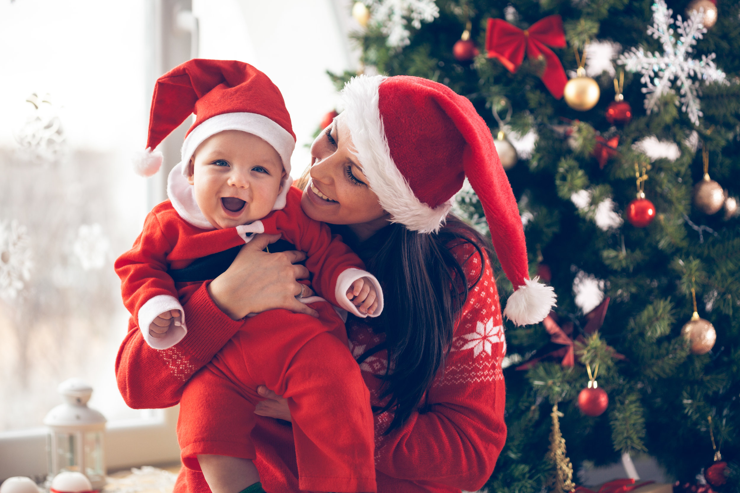 12 Best Gifts for New Moms to Make Her First Christmas as a Mama Extra Special