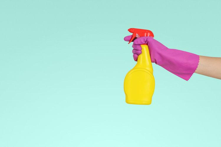 cleaning_eyeglasses.jpg