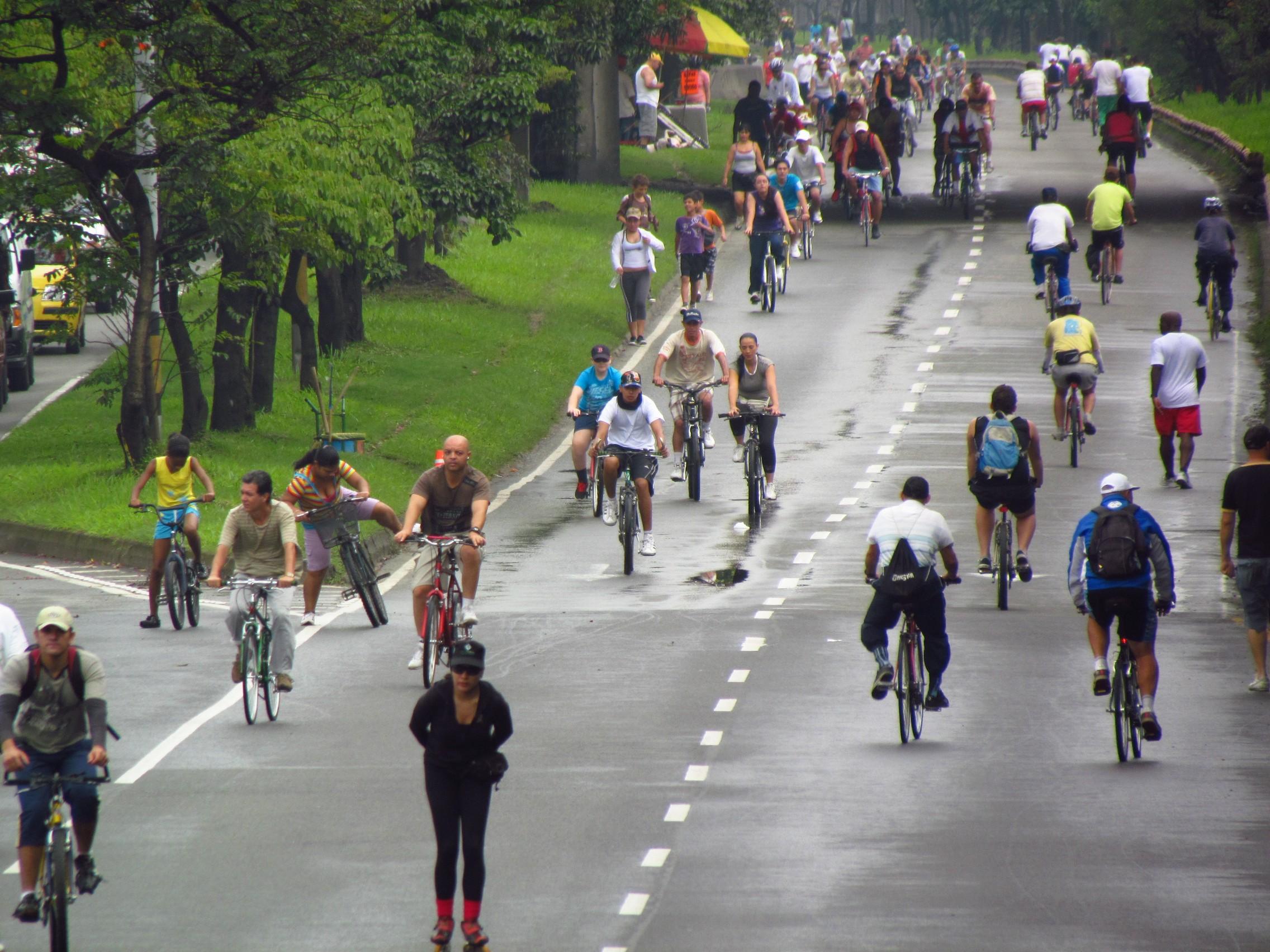 An image of a ciclovía en Medellín