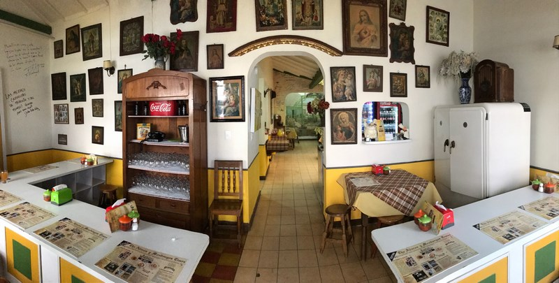 Image of the inside of Ajiacos y Mondongos courtesy of VIP Columna.