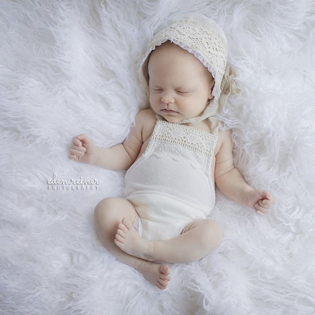 Did you know that I have all the wraps, outfits, and props you need for your newborn session? We can craft your session according to your style and colors. Bring baby and relax in the studio while I capture her earliest moments. 💦 💦 💦 #WaterScapeSessions #GoToTheWater #SummerBabies #BeachBaby #beachsessions #summertime #summersessions #photographsummer #nahantnewbornphotographer #nahantfamilyphotographer #northshorenewbornphotographer #northshrefamilyphotographer #northshorenewbornphotographer #northshorematernityphotographer