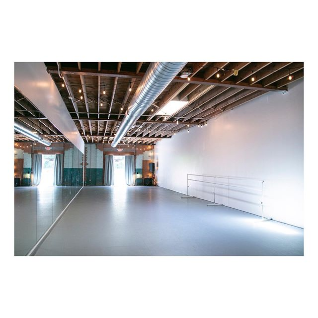 MOVEMENT LAB HOURS ✨🌿♥️ . . Sometimes you just need a little space-especially the kind with a mirror and sprung dance floors. • Now on Friday's from 10am-12pm, we are holding open movement lab hours in our dance studio. No instructor, no class, just shared space and room to move. . . $5/drop-in 👉🏻 advanced registration IS required! Head to ebbflowcharlotte.com/movement-lab or the link in our bio to sign up. Come at any point during these open hours to work on choreography, get your wiggles out, or just roll out a mat and stretch. Use as much or little time as you need and enjoy the space. . . #ebbflowcharlotte #danceclass #soulfood #contemporarydance #asualumni #adultdanceclass #ballet #hiphopdance #clt #queencitydancers #charlottedance #artistsincharlotte #fitness #dancelife #villaheights #noda #studiohours #efmovementlab #danceincharlotte