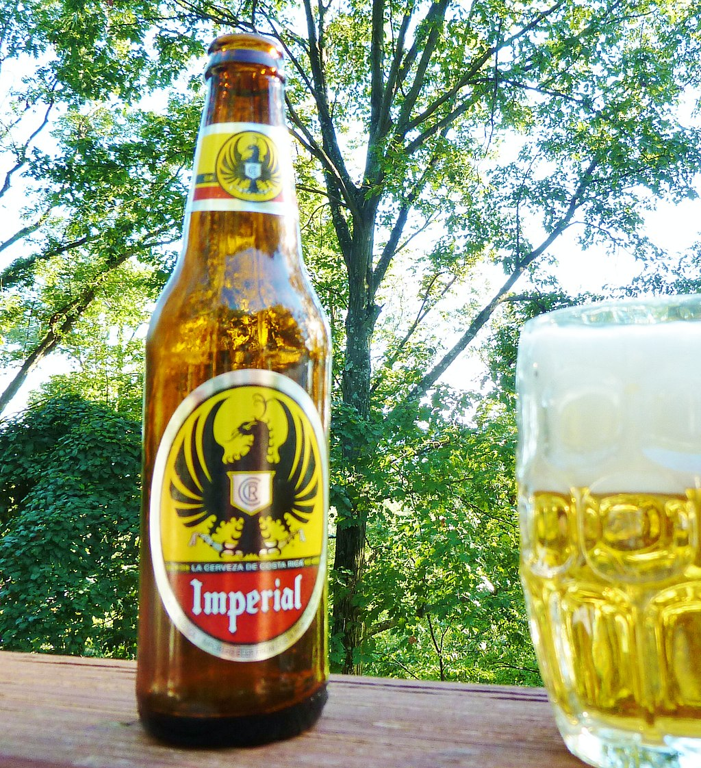 Imperial is the most famous Costa Rican beer brand but it is hardly the only domestic beer available.  Photo: Ekem [CC BY-SA 3.0 (https://creativecommons.org/licenses/by-sa/3.0)], via Wikimedia Commons