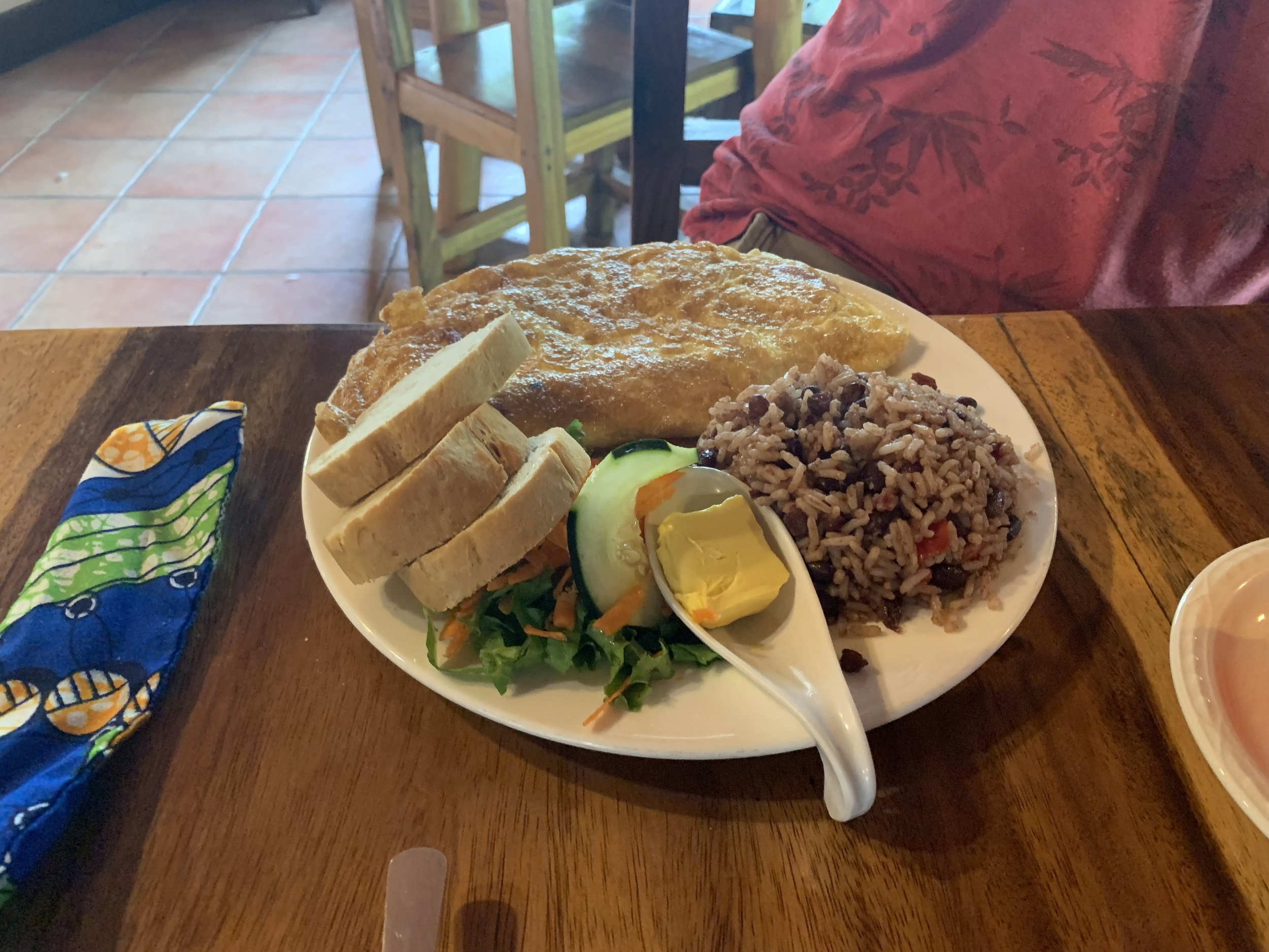 Gallo pinto alongside an omelette, salad and bread.