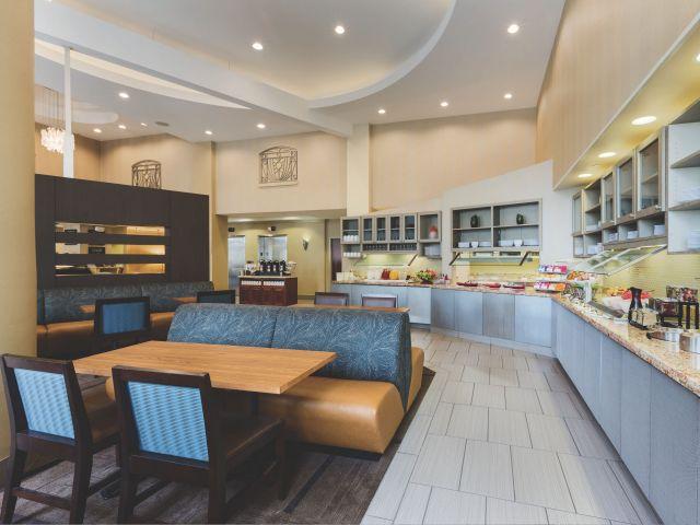 CLLZC-P011-Breakfast-Area.adapt.4x3.640.480.jpg
