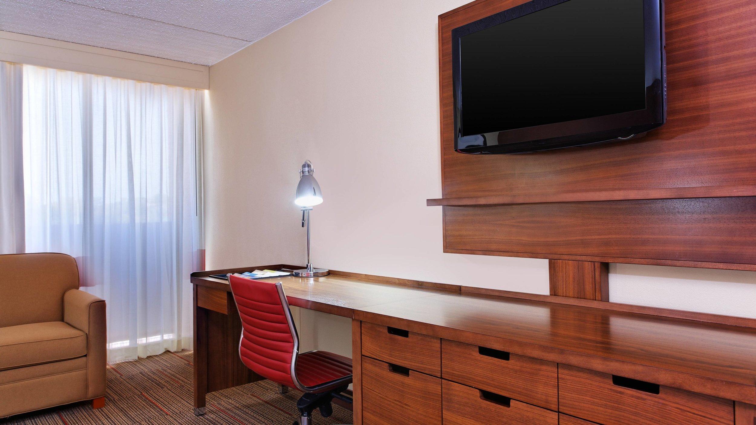 cllfp-desk-9659-hor-wide.jpg