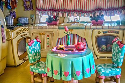 minnie kitchen.jpg